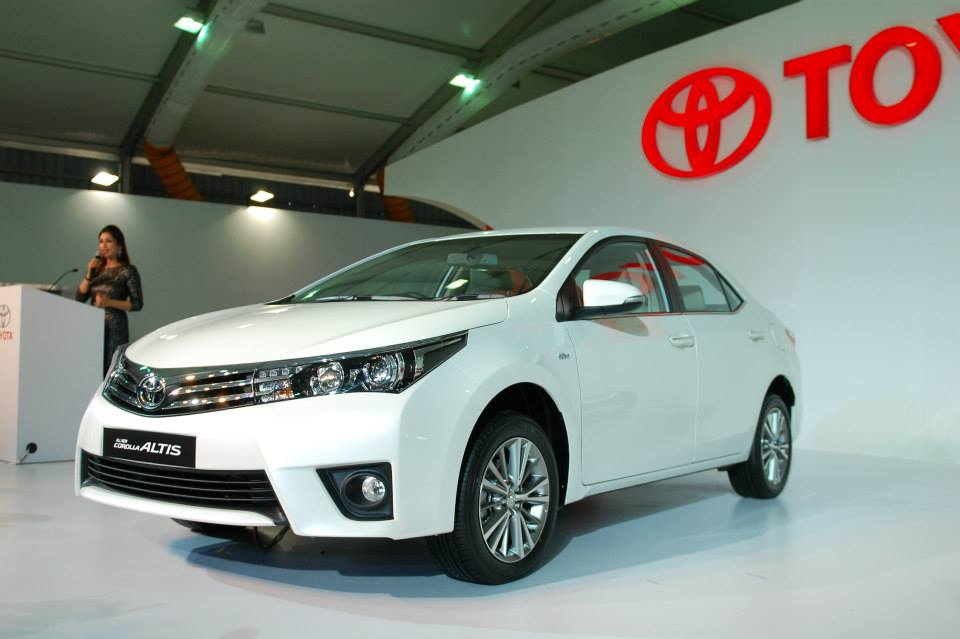 2014 toyota corolla altis specifications features variants india car news. Black Bedroom Furniture Sets. Home Design Ideas