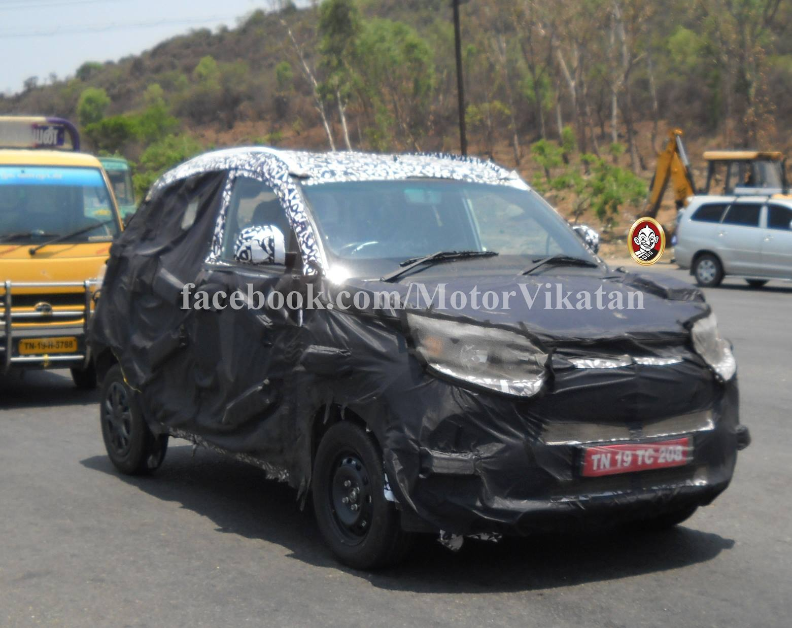 Mahindra S101 compact SUV interior