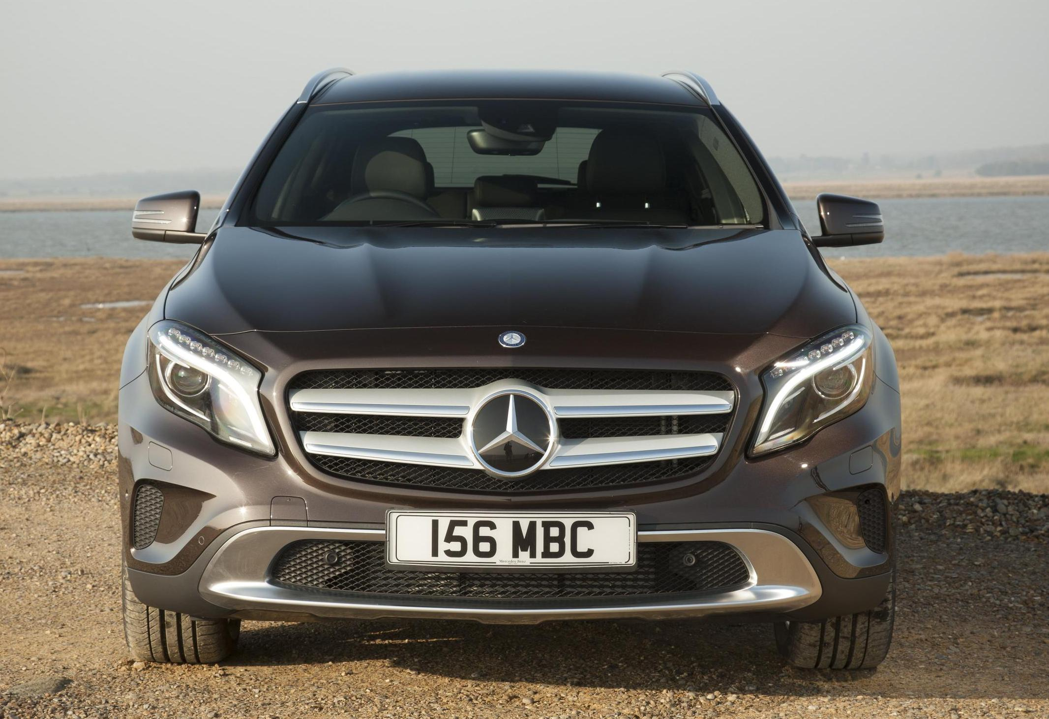 Mercedes benz gla engine specifications features india for Mercedes benz gla crossover