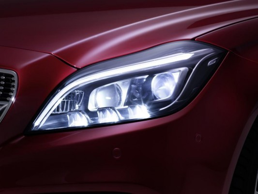 2015 Mercedes-Benz CLS Multibeam LED headlights