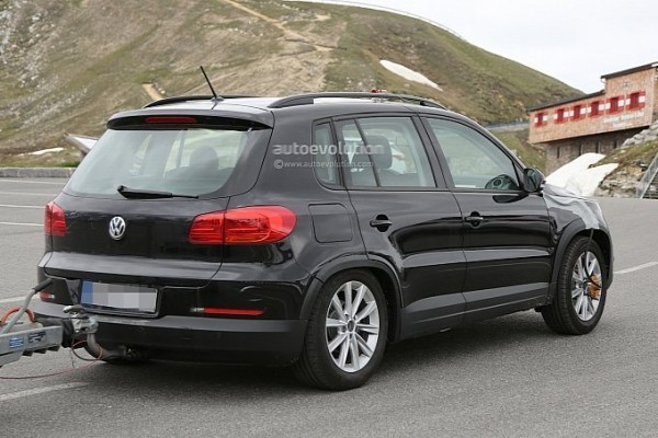 2016 Volkswagen Tiguan rear and side profile