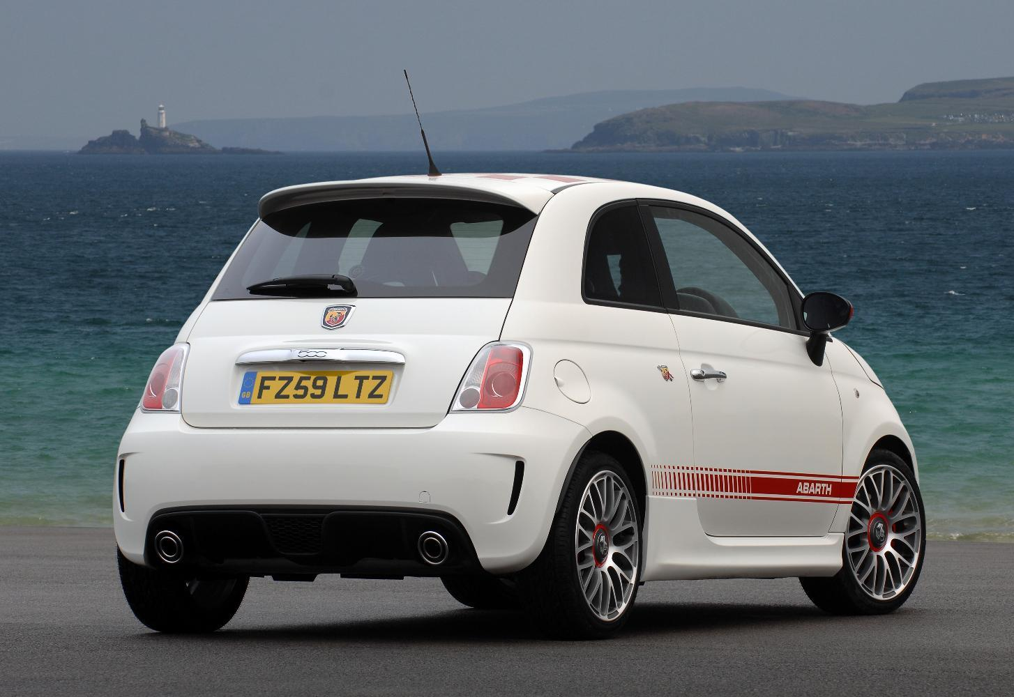 fiat abarth 500 price specs photos launch date in india indiacarnews. Black Bedroom Furniture Sets. Home Design Ideas