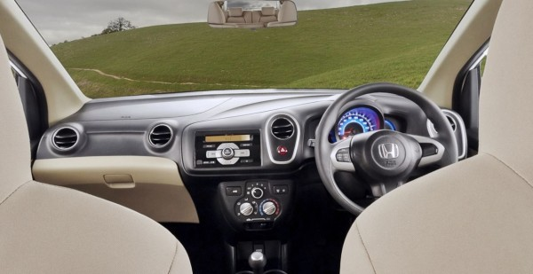 Honda Mobilio Dashboard and steering wheel