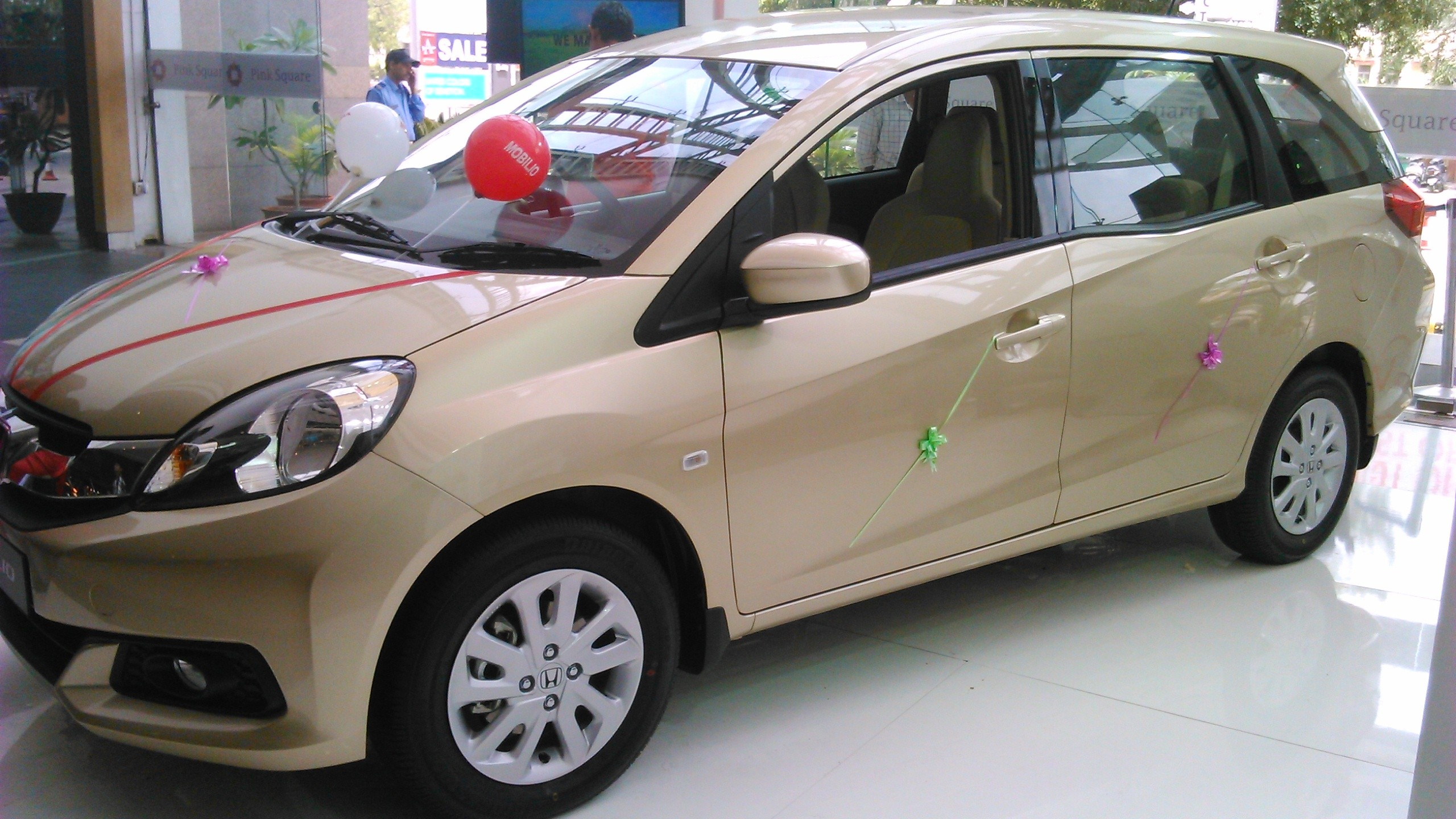 honda mobilio records over 10 000 bookings