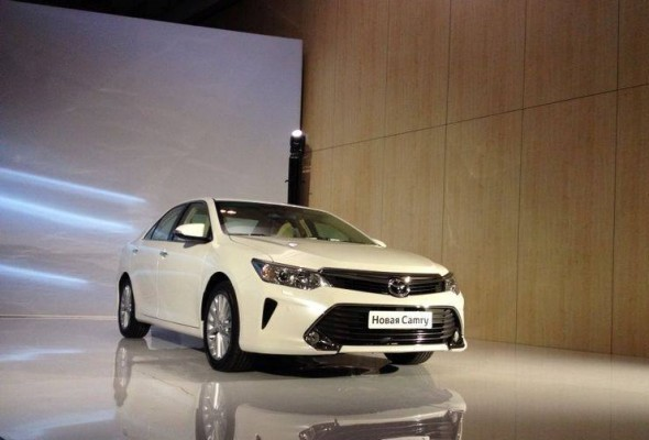 2015 Toyota Camry facelift alloys and new design