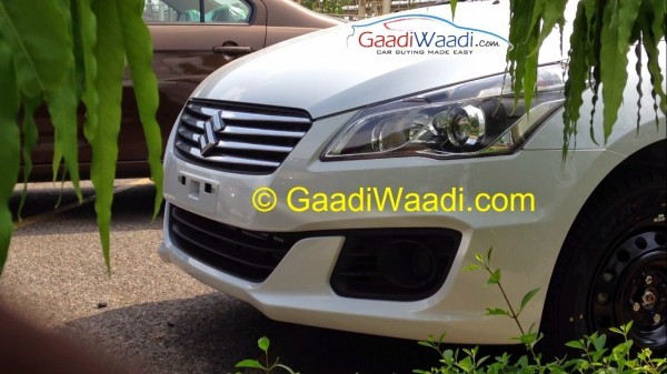 Maruti Ciaz sedan projector headlamps