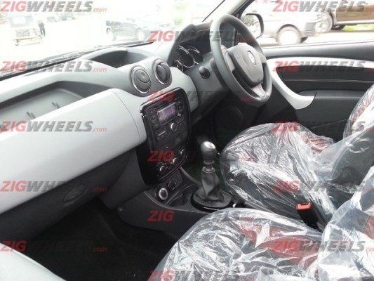 Renault Duster 4WD interiors