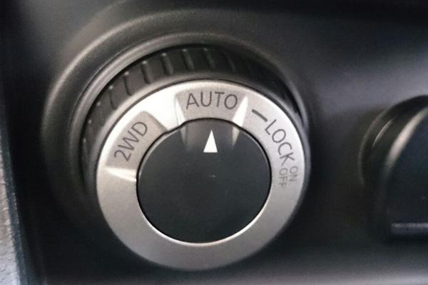 Renault Duster 4WD toggle switch between 2WD and 4WD