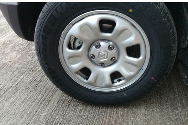 Renault Duster 4WD wheel