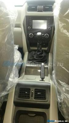 2015 Mahindra Scorpio facelift central console