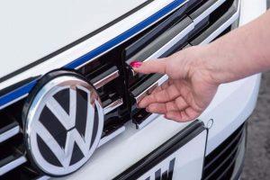2017 Volkswagen Passat GTE India front grille