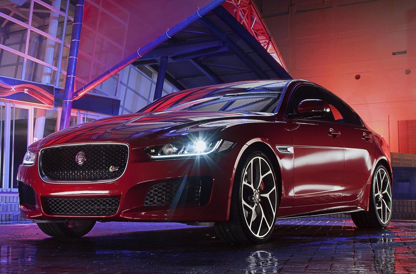 Jaguar XE saloon unveiled