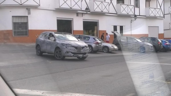 New Renault Crossover spied testing