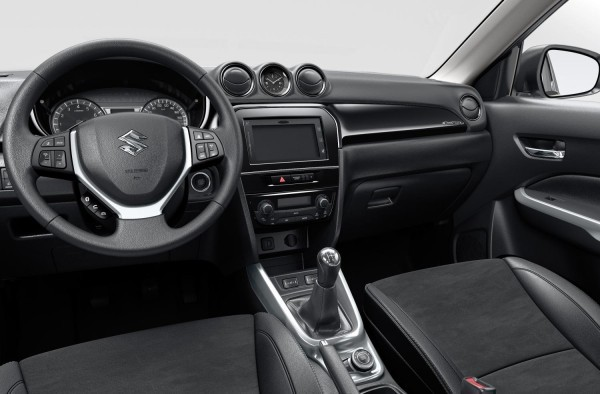 Suzuki Vitara compact SUV multifunctional steering wheel
