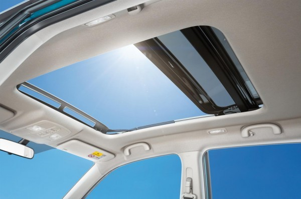 Suzuki Vitara compact SUV sun roof