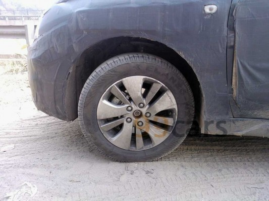 Maruti Suzuki SX4 S-Cross diesel spied alloy wheels