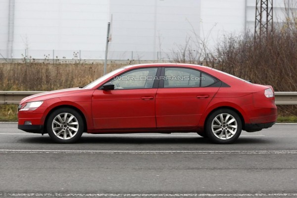 2016 Skoda Superb spied side profile