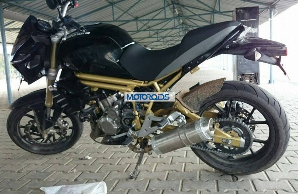 Mahindra Mojo alloys and exhaust