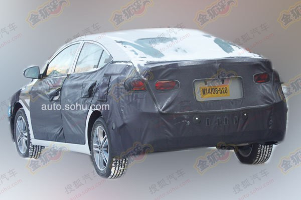 Next-gen 2016 Hyundai ELantra spied rear profile