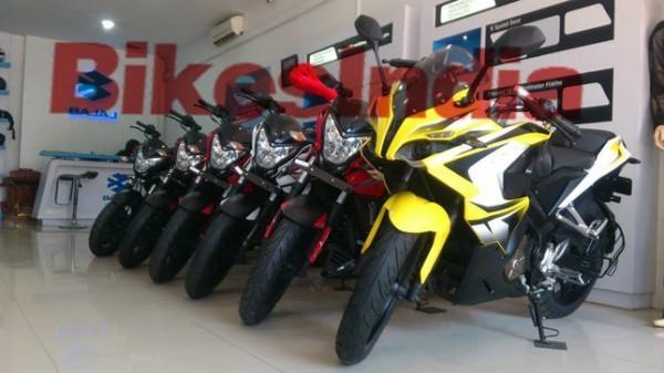 Bajaj Pulsar 200SS sports bike spotted at dealership
