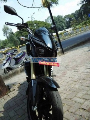 Production-spec Mahindra Mojo spied testing front profileProduction-spec Mahindra Mojo spied testing front profile