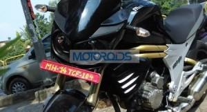 Production-spec Mahindra Mojo spied testing headlamps