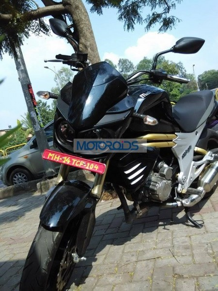 Production-spec Mahindra Mojo spied testing headlamps