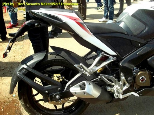 Bajaj Pulsar 200 SS rear wheel