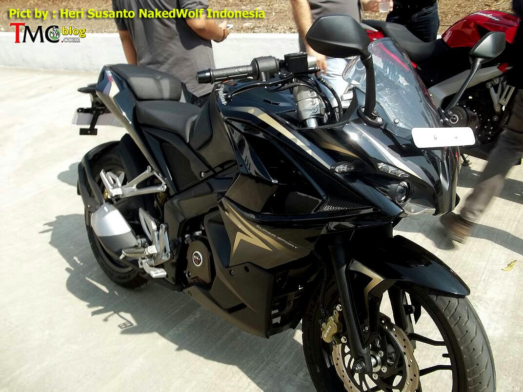 New Amp Clear Images Of Bajaj Pulsar 200 Ss Features Golden