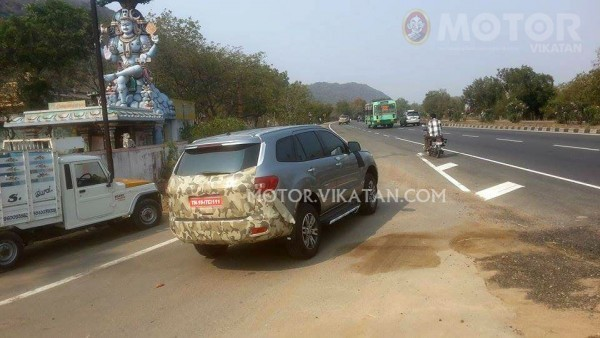 New Ford Endeavour spied in India side