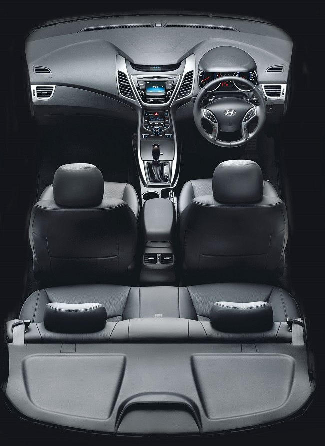 New Hyundai Elantra interior picture