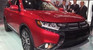2017 Mitsubishi Outlander New York Auto Show
