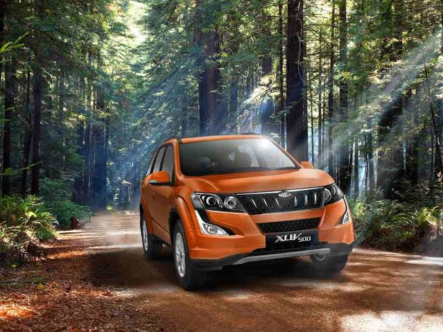 Mahindra XUV500 2015 grille and headlamps