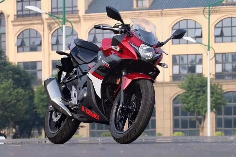 Suzuki GSX 250R red and black