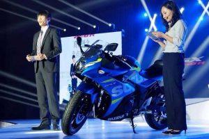 Suzuki GSX 250R in blue