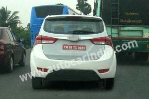 Hyundai MPV spied - rear