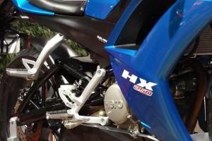 Hero HX 250R badge