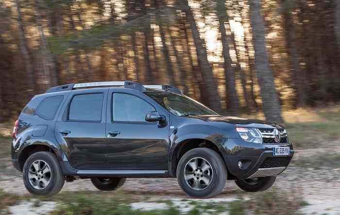 2016 renault duster automatic amt price mileage images. Black Bedroom Furniture Sets. Home Design Ideas