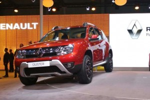 2016 Renault Duster in red