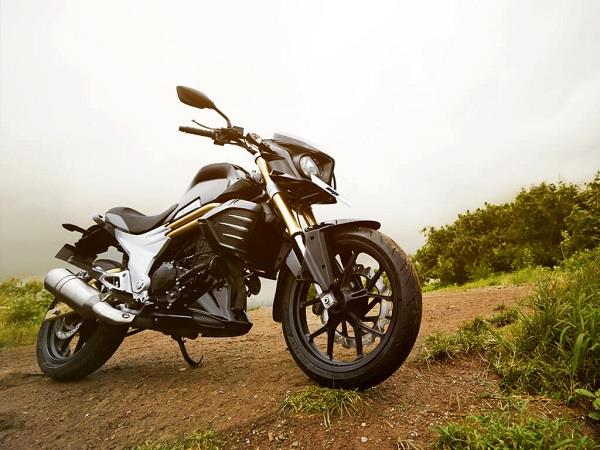 Mahindra Mojo side profile