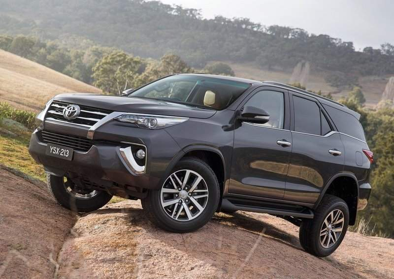 2016 Toyota Fortuner off roading