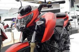 TVS Apache RTR 200 front