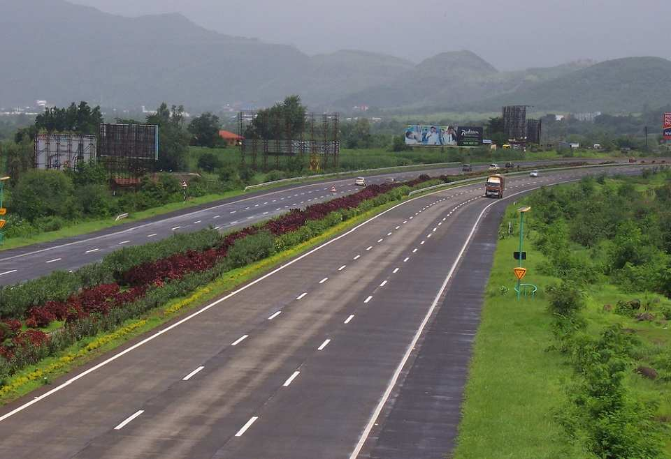Speed Limit For Expressways In India to be increased to 140kmph.
