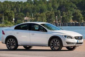 Volvo S60 Cross Country India side view
