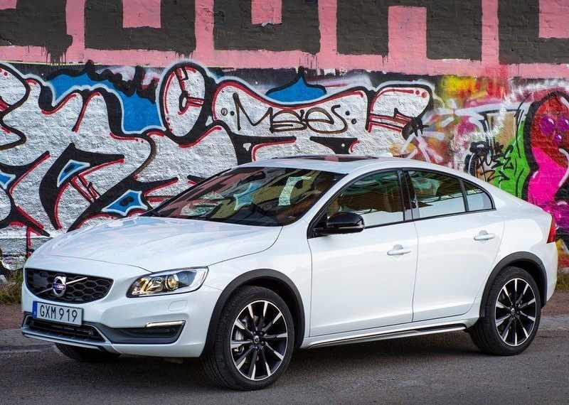 Volvo S60 Cross Country India side profile