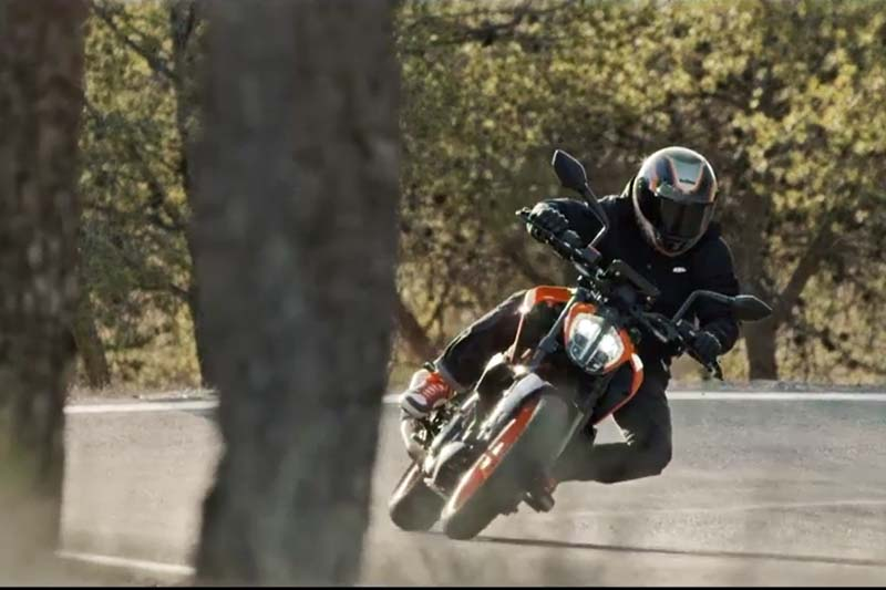2017 KTM Duke 390 Motion Shot