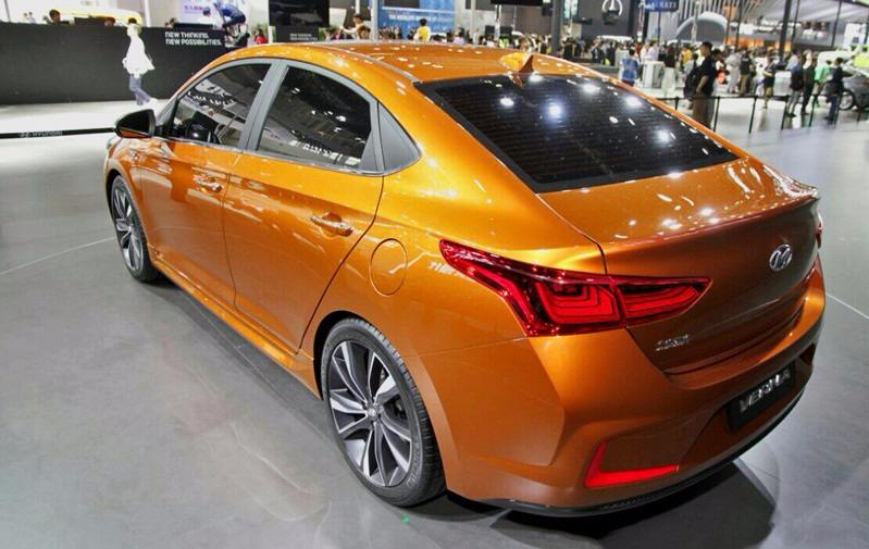 2017 Hyundai Verna rear profile