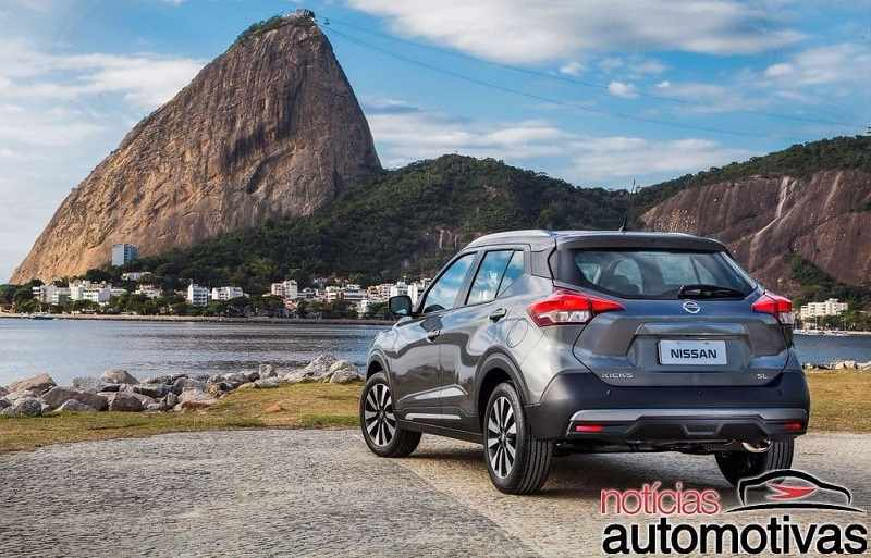 2018 Nissan Kicks SUV grey rear-side angle