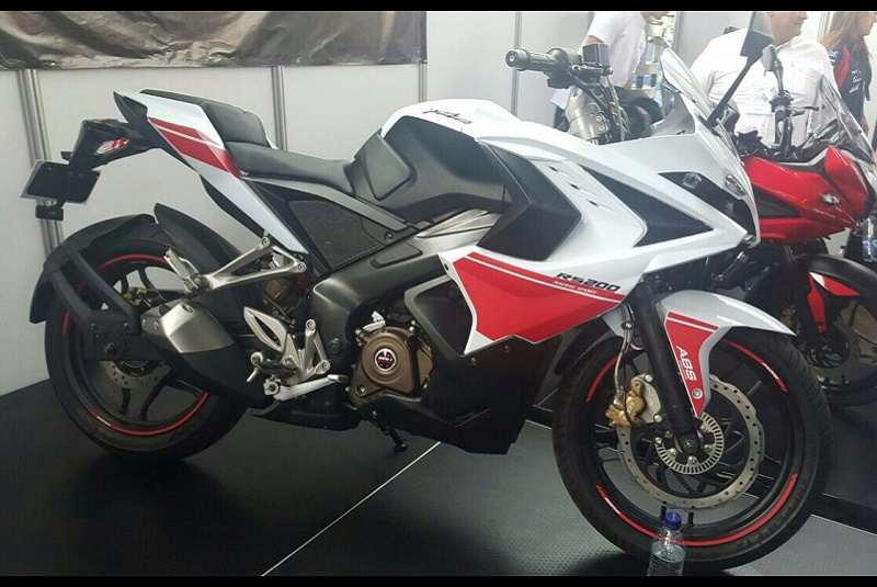Bajaj Pulsar RS200 red white colour