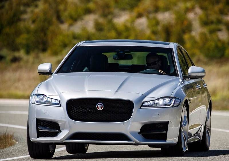 2016 Jaguar XF India front grille
